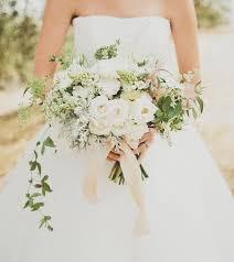 ramos de flores blancas novia